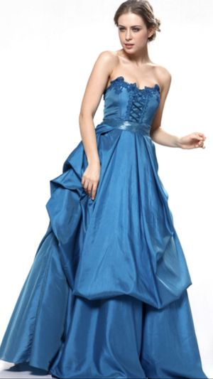 NEW! Beautiful dress perfect for prom or quinceanera for Sale in Temecula, CA