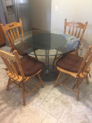 Kitchen glass table for Sale in Florissant, MO