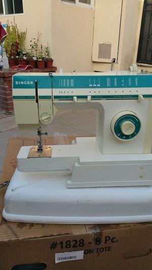 Maquina de coser sinjer nomas le falta el pedal for Sale in Baldwin Park, CA