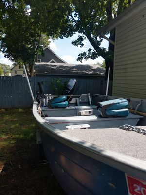77 mirrocraft boat w/ trailer and 25hp Mercury outboard motor for Sale in Ravenna, OH