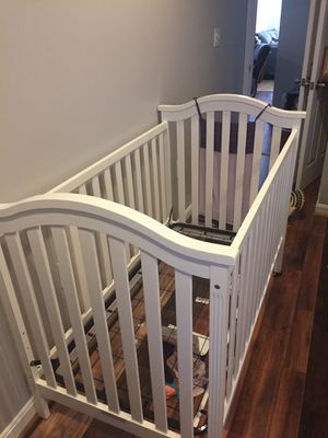 White Baby crib for Sale in Mount Rainier, MD