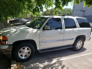 2005 GMC Yukon SLT 5.3L leather in great condition and 3rd row. Captains chairs middle row for Sale in Austin, TX