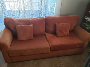 GOOD COZY COUCH!!! for Sale in La Quinta, CA