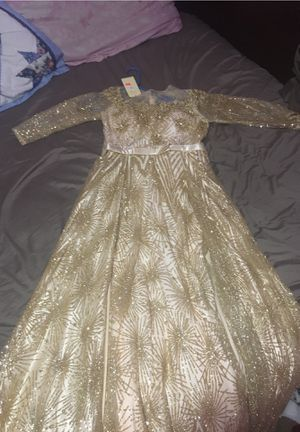 Gold long sparkling dress for weddings and events. for Sale in Roseville, MI