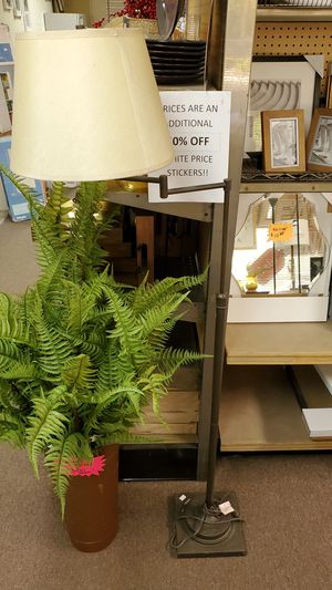 Floor lamp for Sale in Bakersfield, CA