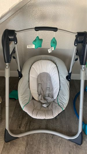 Baby swing chair for Sale in Moreno Valley, CA