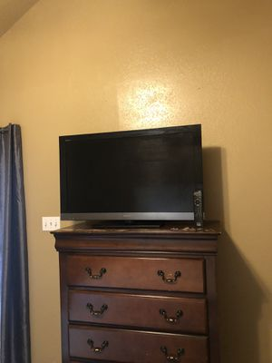 Sony 40 inch TV with remote for Sale in Dallas, TX