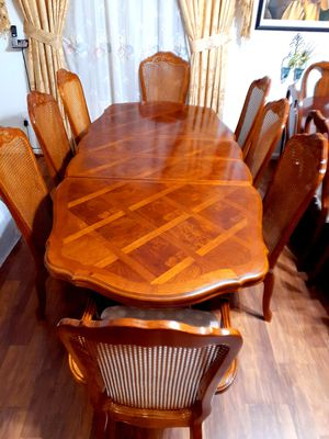 Wood dining room table with 8 chairs .EXELLENT CONDITION AND CLEAN. Table have 2 leaves. 2 chairs have arms. 6 chairs no arms . for Sale in Houston, TX