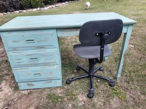 Desk and Chair for Sale in Ashburn, GA