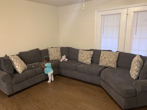 Nice sectional Excellent condition for Sale in Atlanta, GA