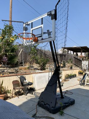 "Spalding 60"" Acrylic Portable Basketball Hoop for Sale in Vista, CA"