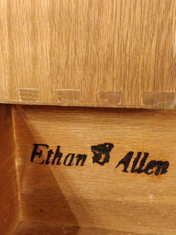 """Nice solid wood tallboy ETHAN & ALLEN dresser with 8 drawers in good condition, all drawers working well, dovetail drawers. L38""""*W21""""*H54.3"""""""