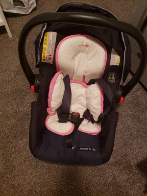 Graco car seat and base for Sale in Bristow, VA