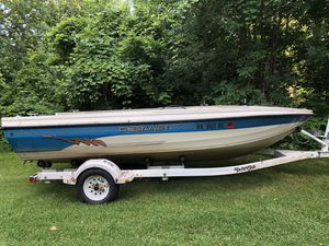Crestliner 1650 Aluminum VHull Boat with 1996 Yacht Club Roller Trailer for Sale in Newton, IA
