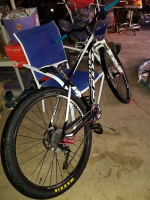 Downhill racing bike mtb/syncros/scott/xr2.0 for Sale in Riverside, CA