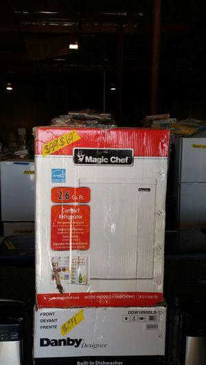 Magic Chef 2.6 Cu Ft compact refrigerator for Sale in Phoenix, AZ