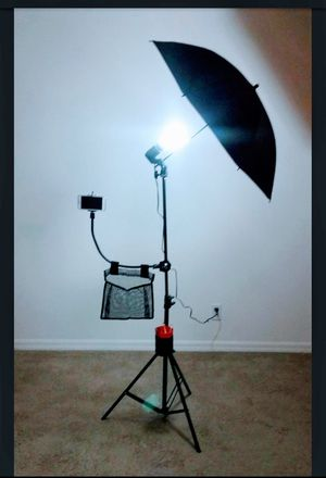 Makeup Artist Light Set w/cell phone, mesh bag and brush holders for Sale in Orlando, FL