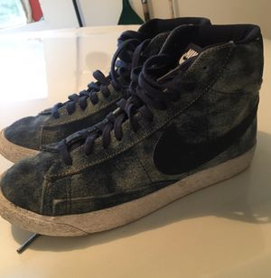 Girls nike shoes size 5 Y for Sale in Redmond, WA