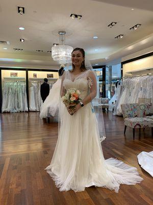 Wedding Dress Never Worn for Sale in Sarasota, FL