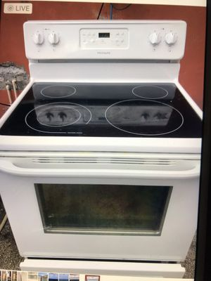 Stove Frigidaire like new for Sale in West Palm Beach, FL