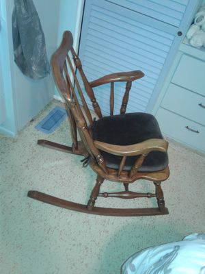 Rocking chair for Sale in Winter Haven, FL