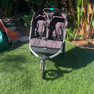 Thule Urban Glide 2 Double Stroller and Jogger for Sale in San Diego, CA