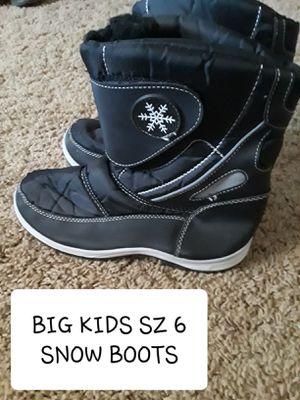 Big kids size 6 snow boots for Sale in Surprise, AZ