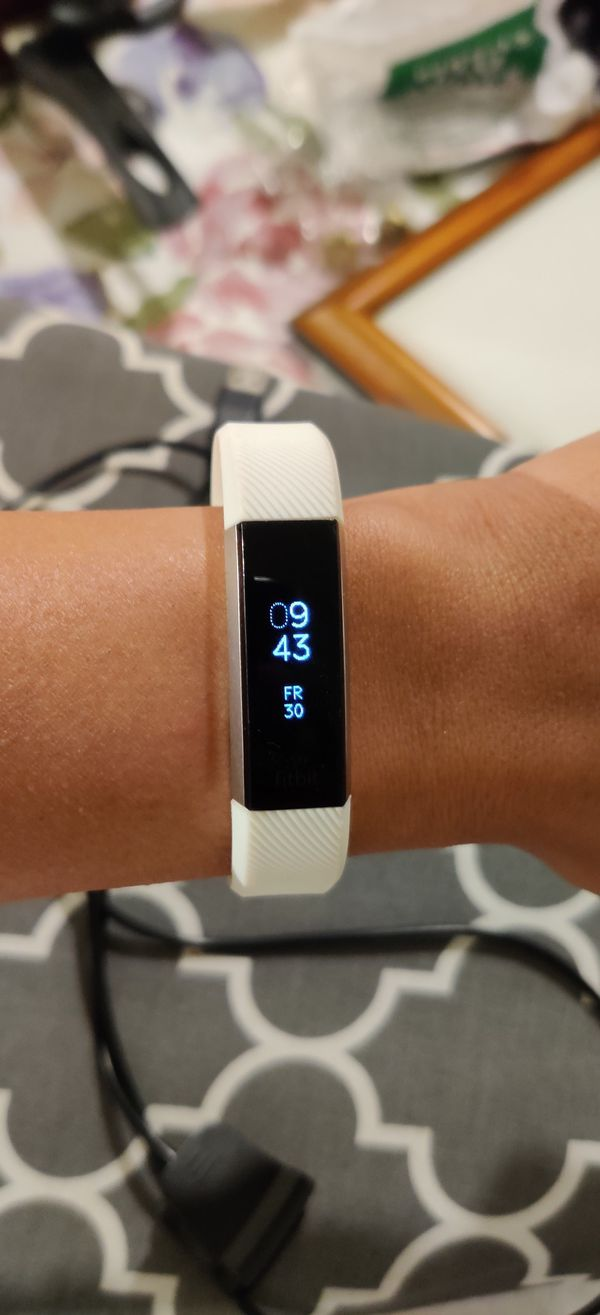 Price drop: Fitbit Alta HR with charger
