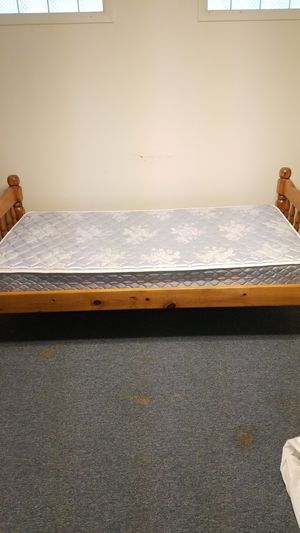 Single wooden bed frame and mattress for Sale in Cleveland, OH