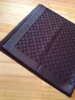 Louis Vuitton large scarf throw blanket for Sale in Houston, TX