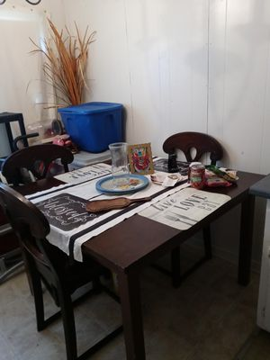 Kitchen table.with r chairs for Sale in Wichita, KS