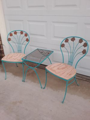 VINTAGE 3PC WROUGHT IRON PATIO / PORCH SET for Sale in Corona, CA