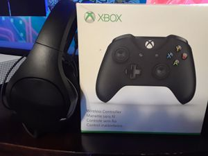Xbox controller/head set $70 for Sale in Fort Washington, MD
