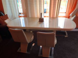 Dining room table in great condition for Sale in East Lansdowne, PA