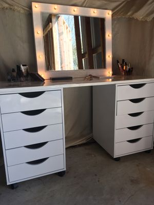 Hollywood style lighted makeup vanity set for Sale in Refugio, TX