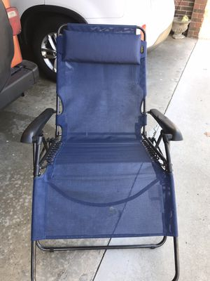 Cabela's wide reclining chair Blue for Sale in Easley, SC