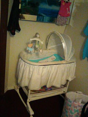 Fisher Price bassinet for Sale in Kingsport, TN