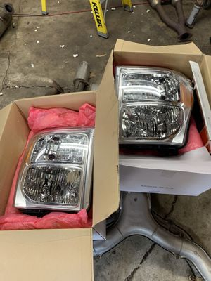 Ford f-250 f250 oem headlights, 5k miles on them for Sale in Chicago Ridge, IL