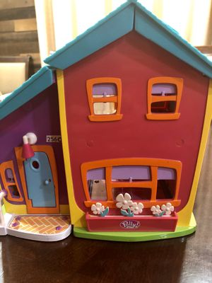 Polly pocket magnetic house with elevator and huge lot of accessories for Sale in Mesa, AZ