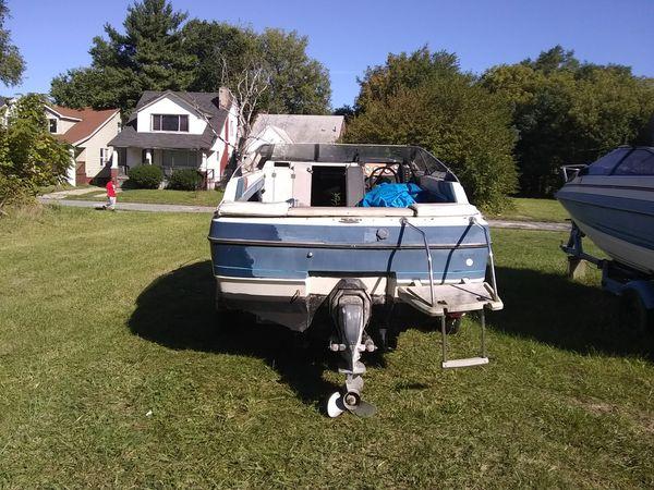 Bayliner Capri boat and trailer