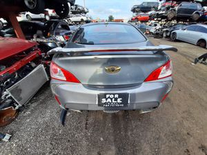 Hyundai genesis 2009 only parts engine and transmission good for Sale in Miami Gardens, FL