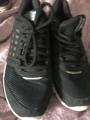 Reebok size 7 black sneakers for Sale in Auburndale, FL