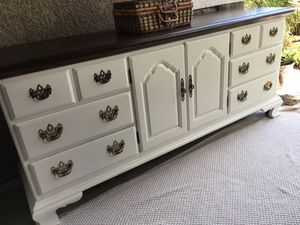 Beautiful Thomasville Heavy Duty 9 Drawer Dresser/TV Stand / Entryway Table for Sale in Perris, CA