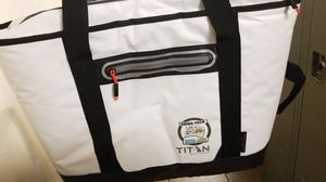 Soft cooler bag, Arctic Zone 30 can tote Titan for Sale in Phoenix, AZ