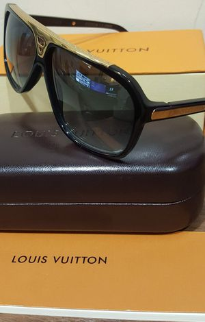 100% Authentic Louis Vuitton Evidence Z0350W Sculpted Hand Polished for Sale in Aurora, CO