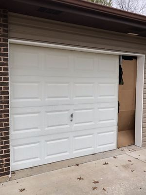 Garage Door, 8' Wide, 7' Tall w/Opener for Sale in O'Fallon, MO