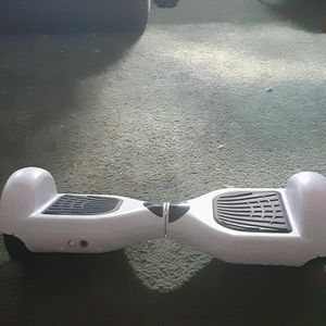 Like New Hoverboard With Built In Speakers for Sale in Hemet, CA