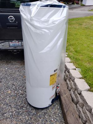 Free 40 gallon GAS water heater for Sale in Everett, WA