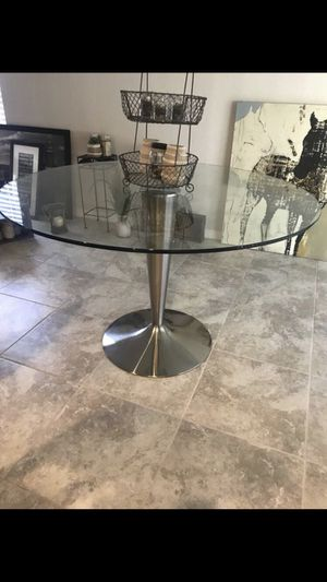 ••RoomsToGo Dining room table•• Rarely Used/Excellent Condition! for Sale in Zephyrhills, FL