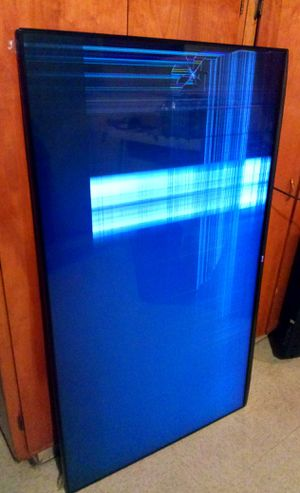 """65""""LG 4K SMART ULTRA HDTV--------( 65UB9200 ) CRACKED SCREEN * FOR PARTS ONLY !!! for Sale in Lynwood, CA"""